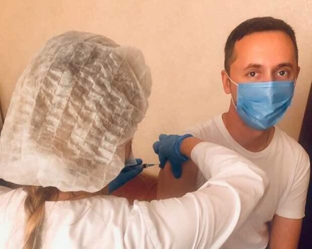 «Антител много не бывает»: Давид Мелик-Гусейнов сделал повторную прививку от коронавируса