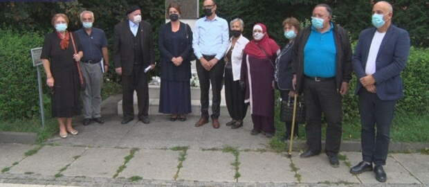 Родственники пропавших без вести сербов и албанцев провели совместную акцию в Приштине
