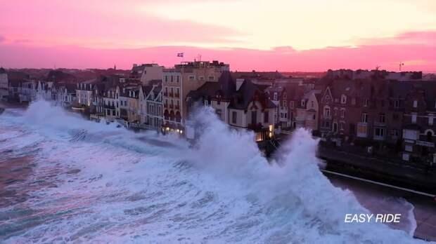 Видео: Сен-Мало — место, где волны выше домов