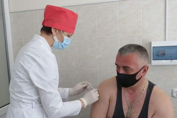 Крупнейшие предприятия Могилевщины массово вакцинируют своих сотрудников.
