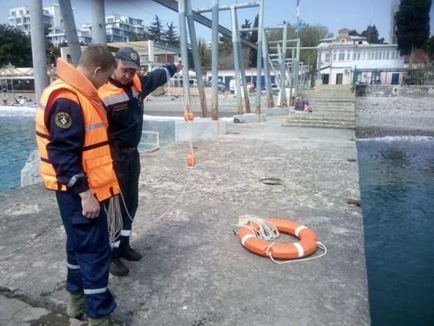 Специалисты ГКУ РК «КРЫМ-СПАС» продолжают проводить тренировочные занятия по спасению пострадавших на воде