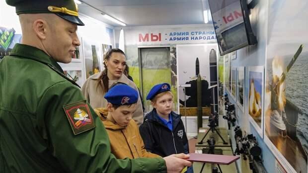 Это идея Шойгу: в Саратов приехал «патриотический военный поезд»