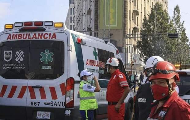 Тела четырех погибших при обрушении метромоста в Мехико остаются внутри вагона