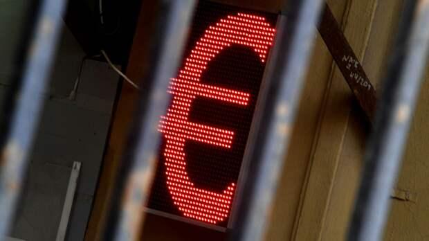 Электронное табло со знаком евро  - РИА Новости, 1920, 11.05.2021