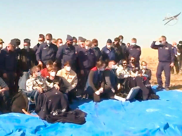 Экипаж МКС вернулся на Землю на корабле Союз МС-17 (ВИДЕО)