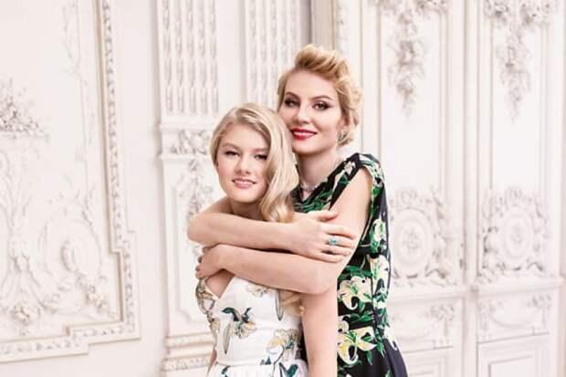 Рената Литвинова и ее дочь Ульяна Добровская