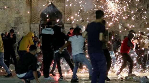 Около 250 палестинцев пострадали встолкновениях сполицией Израиля