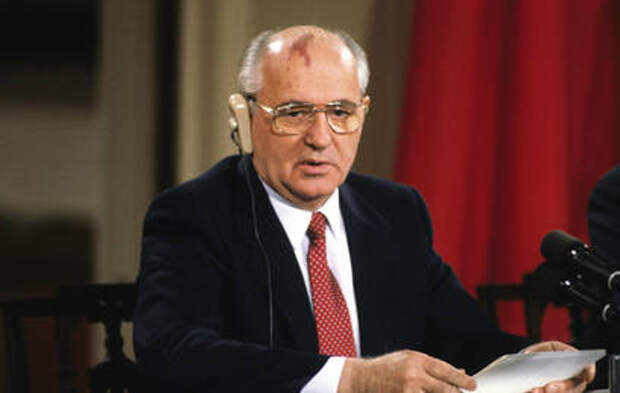 Михаил Горбачёв отмечает 90-летний юбилей