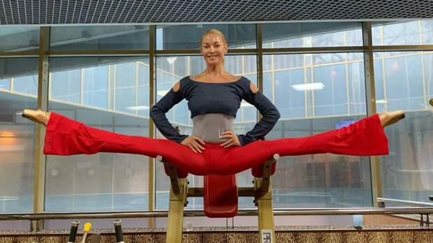 Психолог объяснила, почему Волочкова испытывает особую любовь к шпагатам