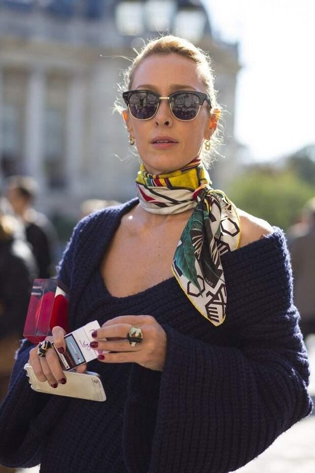 Банты и шейные платки: как носить модную деталь зимы 2020-2021