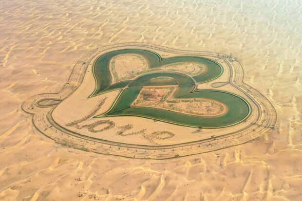 Лагуны в форме сердца соединились в пустыне Дубая
