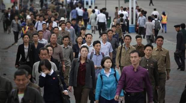 В Северной Корее запретили пирсинг и обтягивающие джинсы