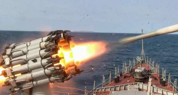Подводную лодку атаковали глубинными бомбами