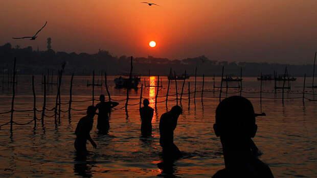 В реке Ганг найдены тела погибших от коронавируса