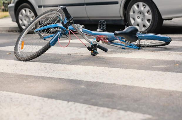В проезде Дежнёва сбили велосипедиста