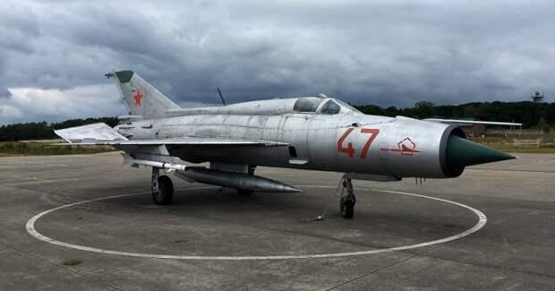Как советский летчик ошибся аэродромом и едва не сдал НАТО секретный самолет