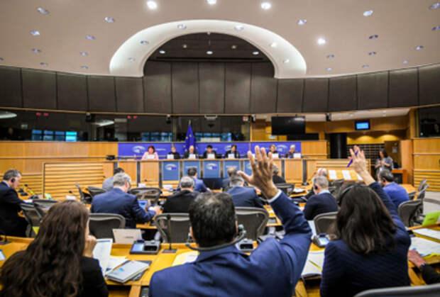 """Европарламент призывает ЕС ввести режим санкций за коррупцию, внести туда """"олигархов"""" РФ"""