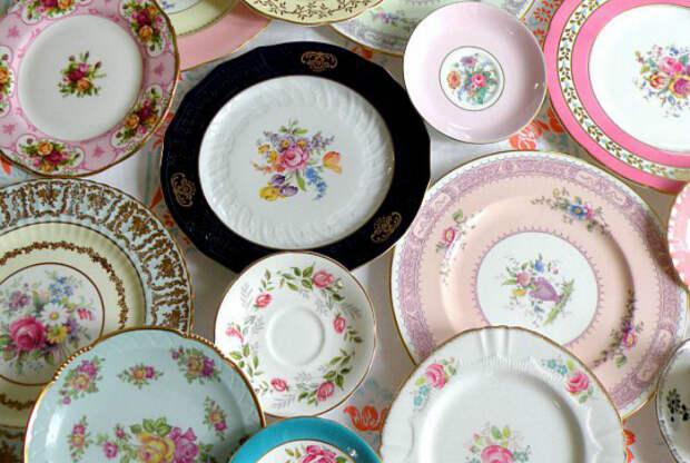 Чаще всего, такая посуда содержит в себе соединения свинца и других тяжелых металлов, которые при нагревании могут попасть на еду и нанести серьезный вред организму.