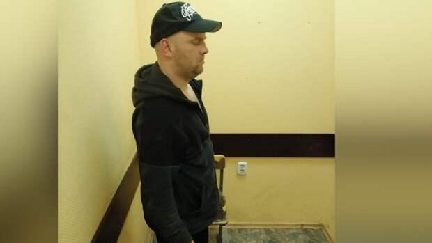 Гаражную мастерскую по разбору краденых иномарок обнаружили в Петергофе