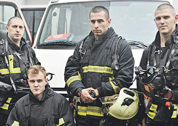 Чтобы выманить малышей, спасателям пришлось покрякать/ Александр Кочубей