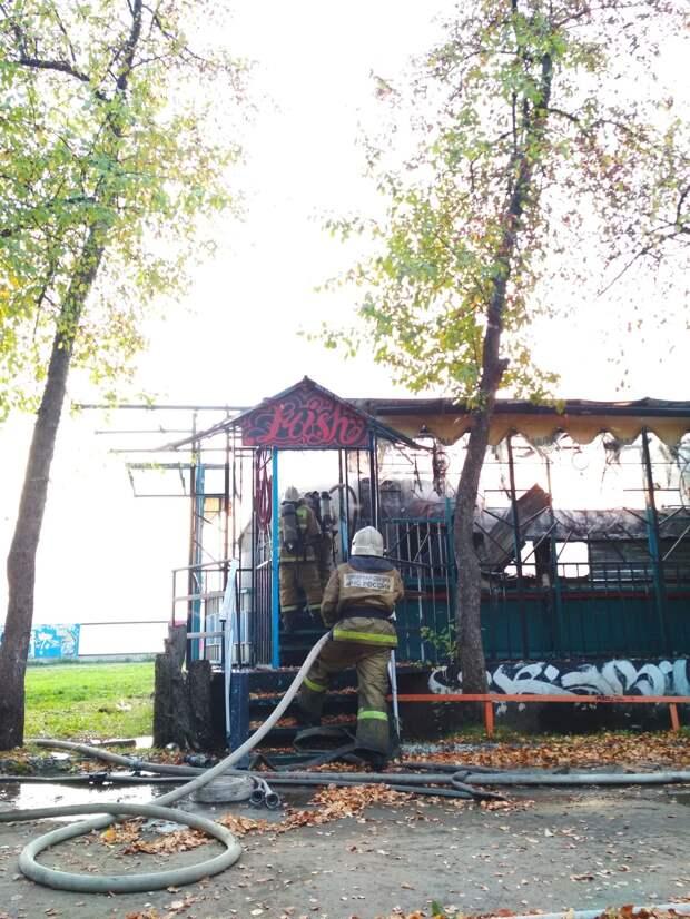 Полиция Ижевска начала проверку после пожара в бывшем кафе «Кораблик»