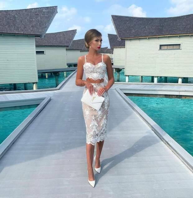 10 женственных и изысканных примеров как носить кружевную юбку