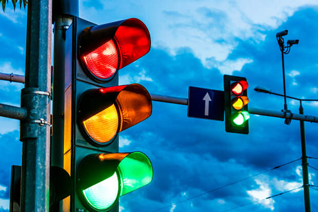 В проезде Дежнёва отрегулировали светофор