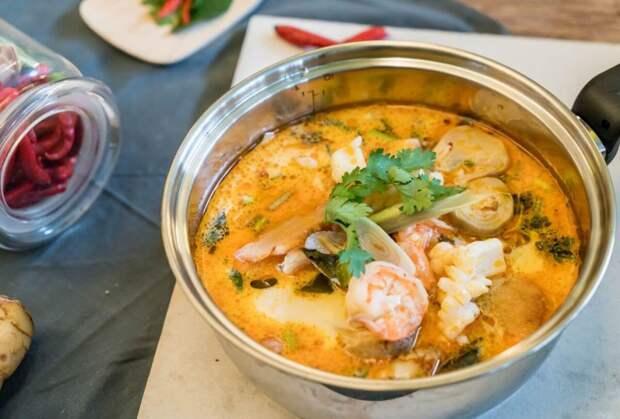 Сырный суп с креветками и ароматной зеленью