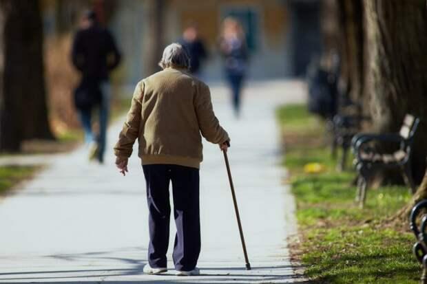 Сон менее шести часов в сутки связали с риском развития деменции