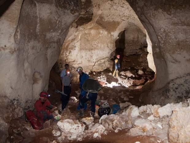 В пещере Таврида нашли уникальные минералы