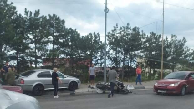 Двое на мотоцикле попали в ДТП в Ялте