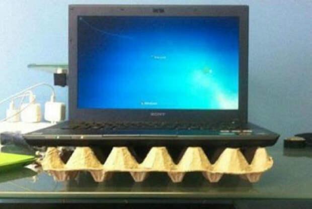 Картонный лоток от яиц защитит ноутбук от перегрева и обеспечит хорошую циркуляцию воздуха.