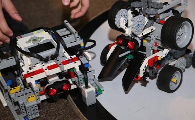Робошоколатье и лего-танк: робототехники соревнуются в Новосибирске