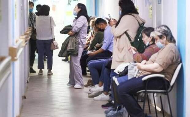 На фото: вакцинация населения от коронавируса COVID-19