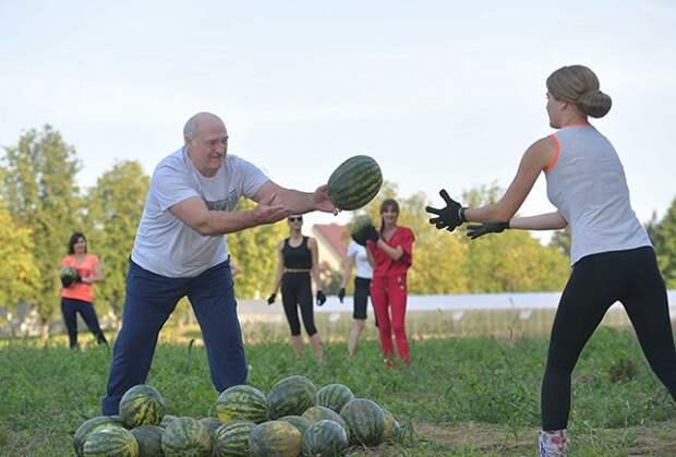 День рождения Александра Лукашенко: спорт, девушки и арбузы (5 фото)