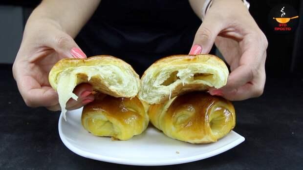 Всегда удачное тесто, меняю начинки и каждый раз получаю новый вкус. Сегодня пеку с яблоками.