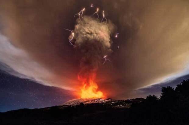 https---blogs-images.forbes.com-startswithabang-files-2018-02-Mt-Etna.jpg? width=