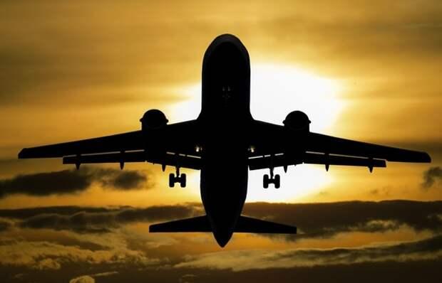 Неизвестный летающий объект приблизился к пассажирскому самолету