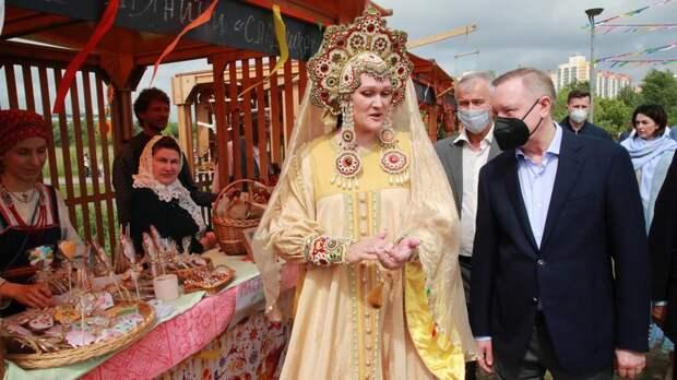 Беглов посетил «Славянскую ярмарку» в парке «Озеро Долгое» – видео