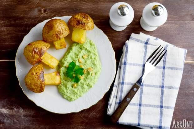 Картофельные грибочки с пюре из брокколи