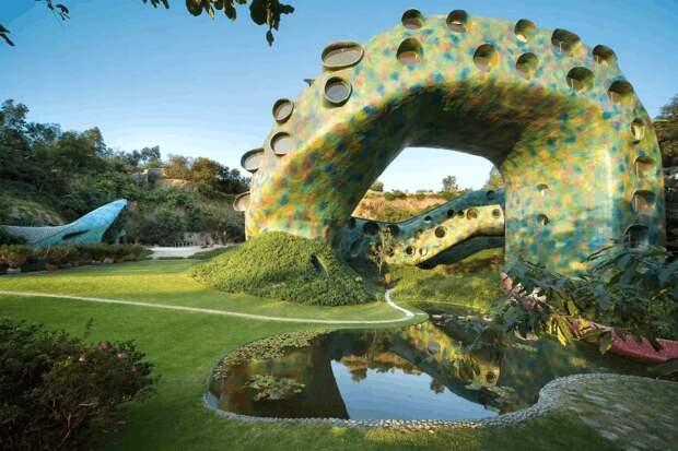 Веранда в пасти и другие прелести дома в Мексике, который выглядит как гигантский змей