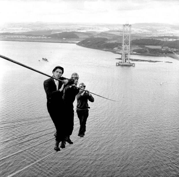 25. Рабочие на строительстве моста Форт-Бридж-Роуд в Шотландии. 1961 год. история, фото