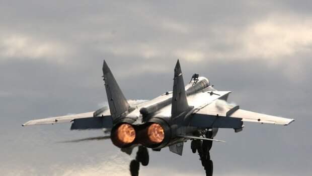 МиГ-31 вылетел для сопровождения самолета-разведчика США
