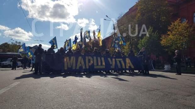 Марш в честь УПА проходит по центру Киева. Фото