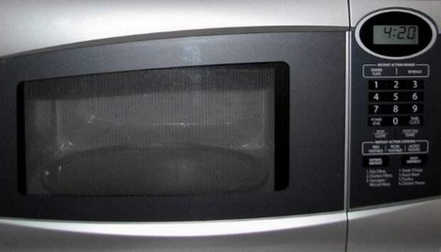 Кто изобрел микроволновую печь