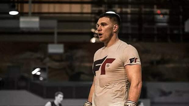 Немков сделал вес перед боем с Дэвисом на Bellator 257