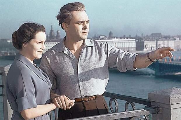 В 1955 г., после выхода фильма «Неоконченная повесть», где Элина Быстрицкая играла вместе с Сергеем Бондарчуком, читатели газеты «Советская культура» признали её актрисой года.