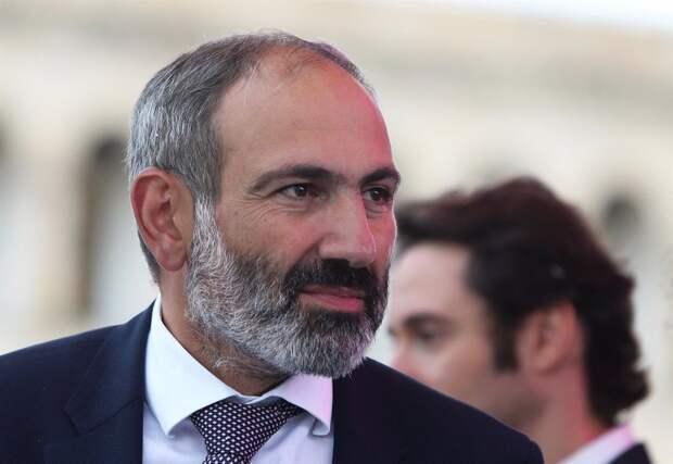 Президент Армении ответил на требование Пашиняна уволить главу Генштаба
