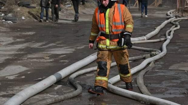 Пожар в омской многоэтажке привел к эвакуации 70 человек