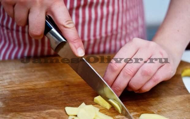 Порезать чеснок и имбирь